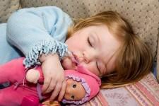 تنها خوابیدن کودکان